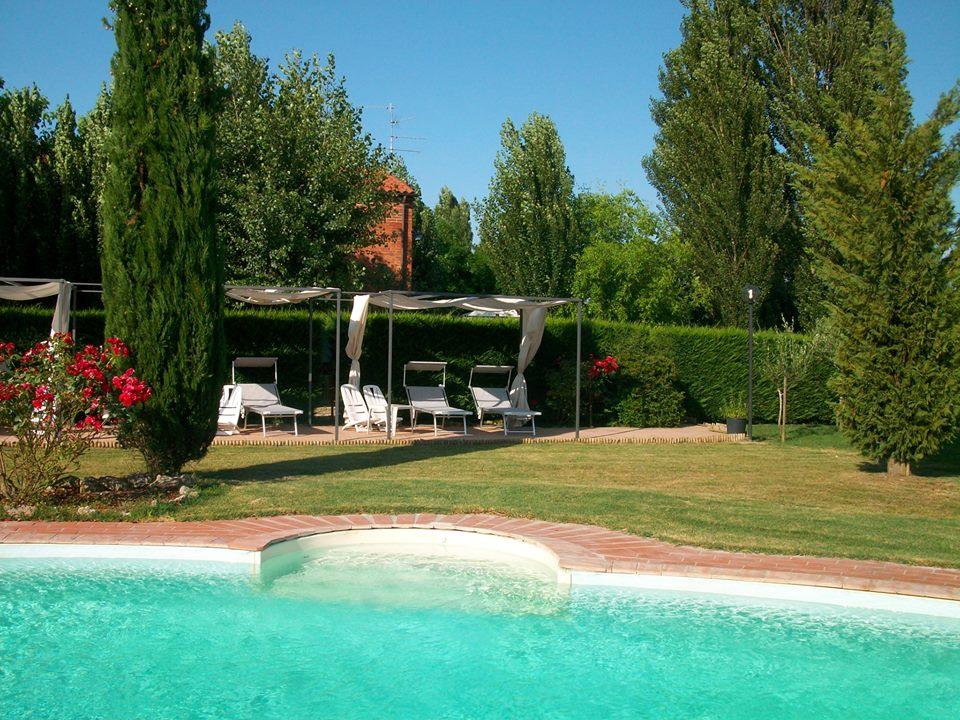 Podere raffaello casa vacanze montepulciano private for Private swimming pool
